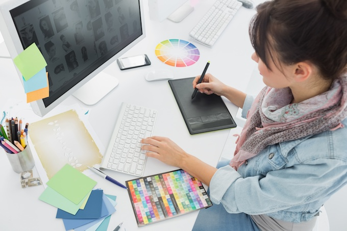 Guide to Become a Graphic Designer from Home